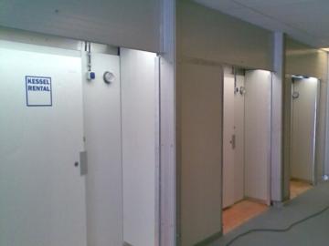 Alu-Halle mit Kühlcontainer